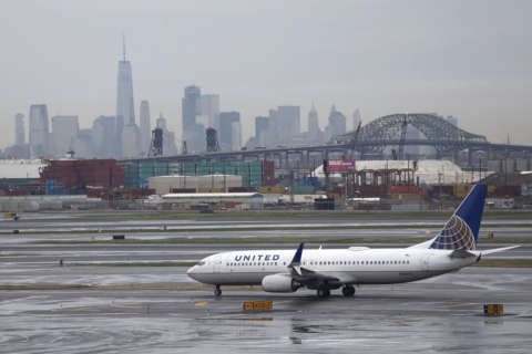Van Hollen bill aims to keep airlines from 'forcibly' removing passengers