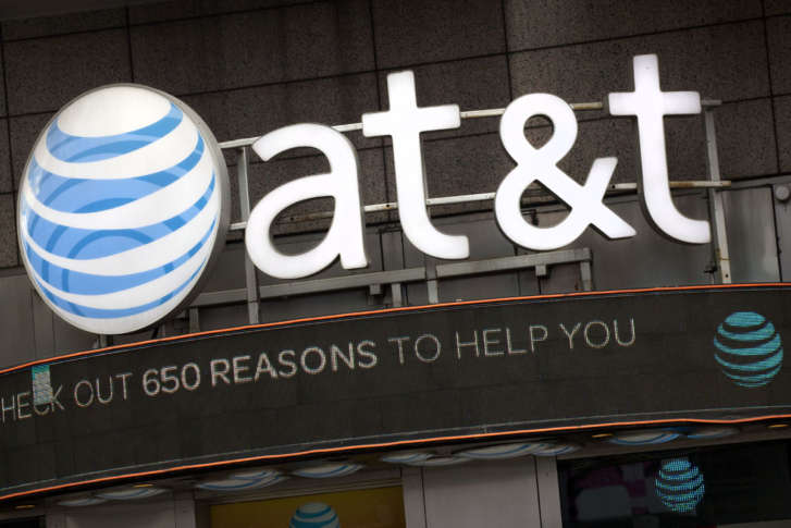 Verizon's bid challenges AT&T's offer for Straight Path