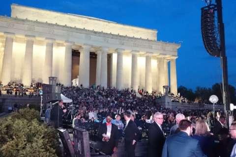 Faithful fill Lincoln Memorial for Easter sunrise service