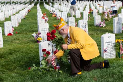 Memorial Day flowers honor fallen service members at Arlington National Cemetery