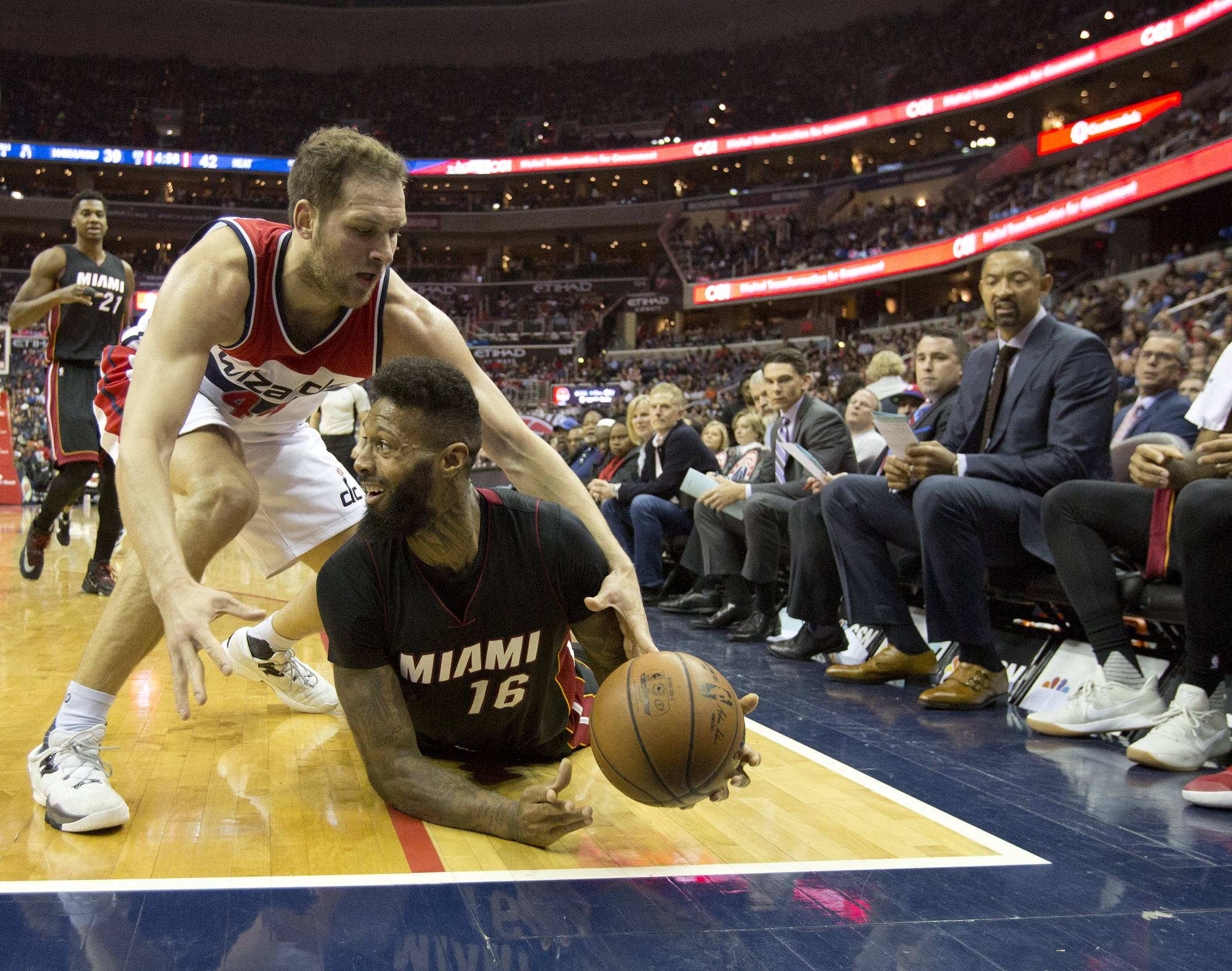 Whiteside Heat beat Wizards to continue playoff push