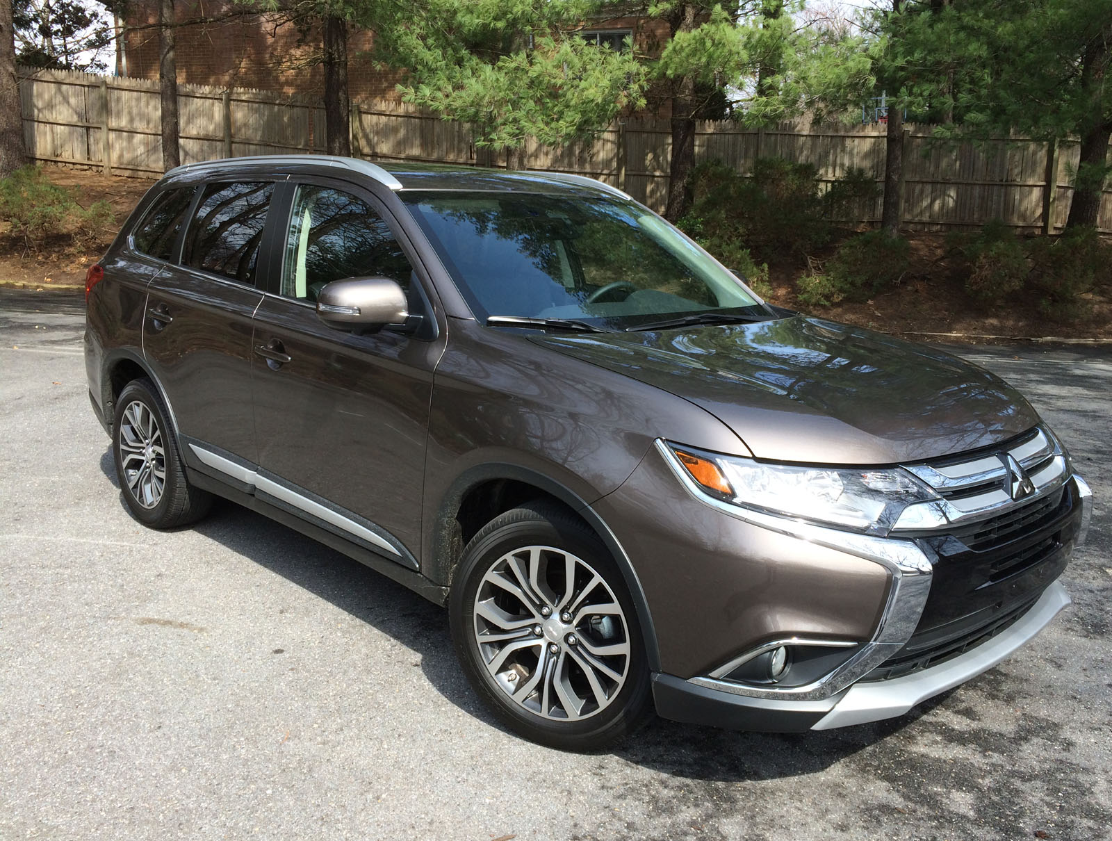 2017 Mitsubishi Outlander seats 7 with affordable price tag