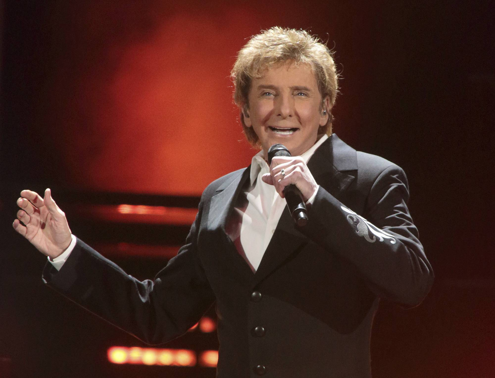 ... Barry Manilow says he kept his sexuality secret for 'fans'