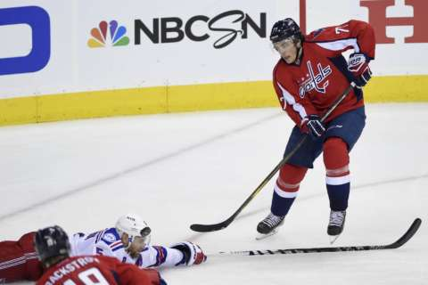 T.J. Oshie re-signs with Capitals