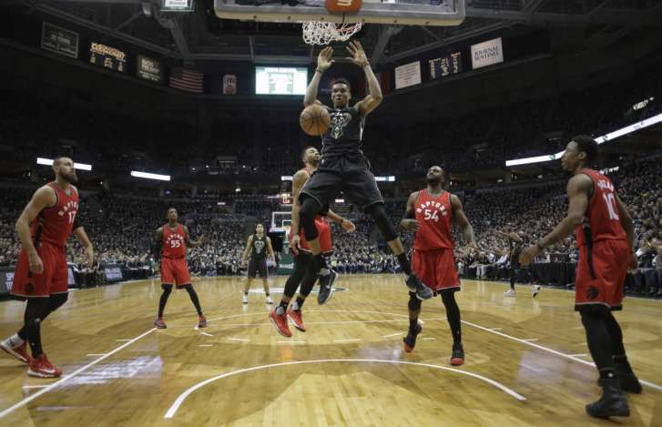 Milwaukee Bucks blow out Toronto Raptors for 2-1 series lead