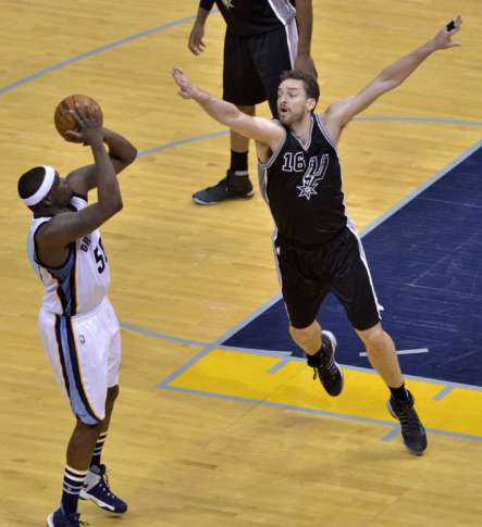 Mike Conley, Grizzlies tie series with OT win over Spurs