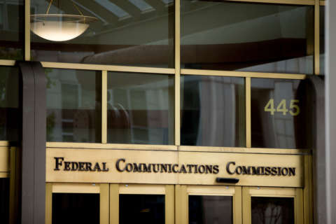 DC reporter: I was manhandled after trying to ask FCC officials questions