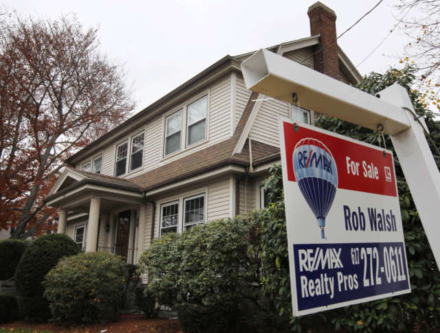 US pending home sales fell again in April