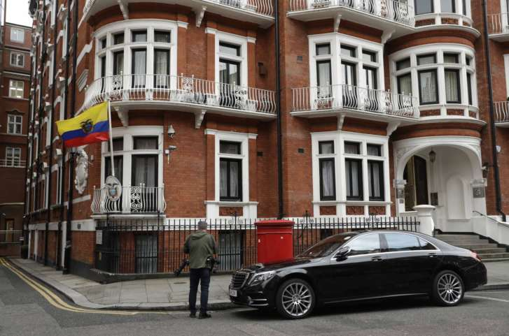 Julian Assange condemns 'terrible injustice' from embassy balcony after sex case dropped