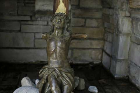 Va. statue of Jesus Christ stolen, recovered, but arm is missing