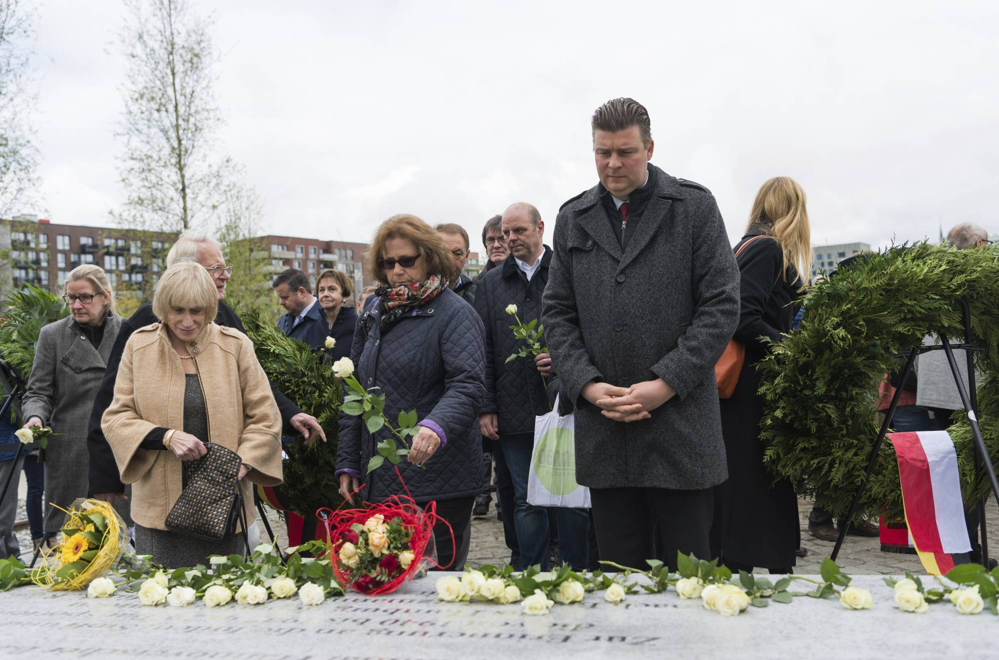a history of the roma killed in the holocaust Berlin is home to several monuments to germany's dark past on wednesday, chancellor angela merkel helped inaugurate another one, this one dedicated to the sinti and roma murdered by the.