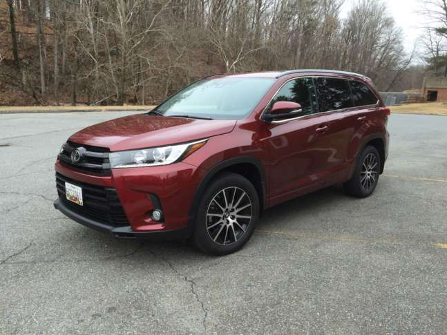 One Of The Stalwarts That Seems To Adapt Ever Changing Midsize Crossover Market Is Toyota Highlander With Its Updates For 2017