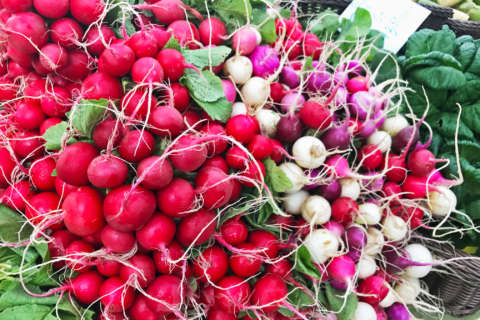 What to buy at the farmers market in May