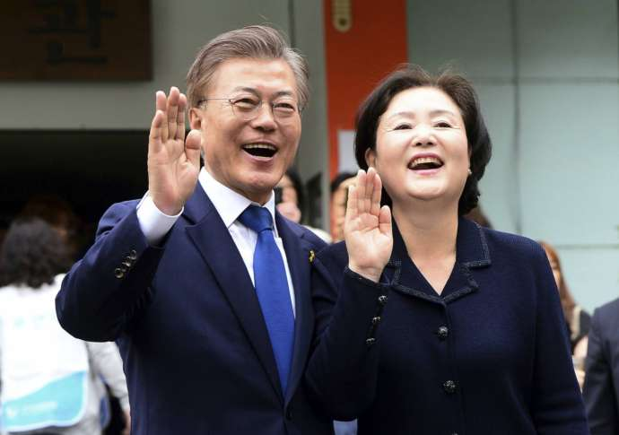Moon declares victory with over 40% of vote, pledges to unify South Korea