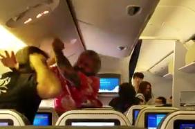 American man attacks another passenger on international flight (Video)