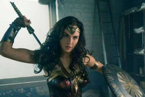 'Wonder Woman' sequel films at Watergate with cows, vintage police cruisers