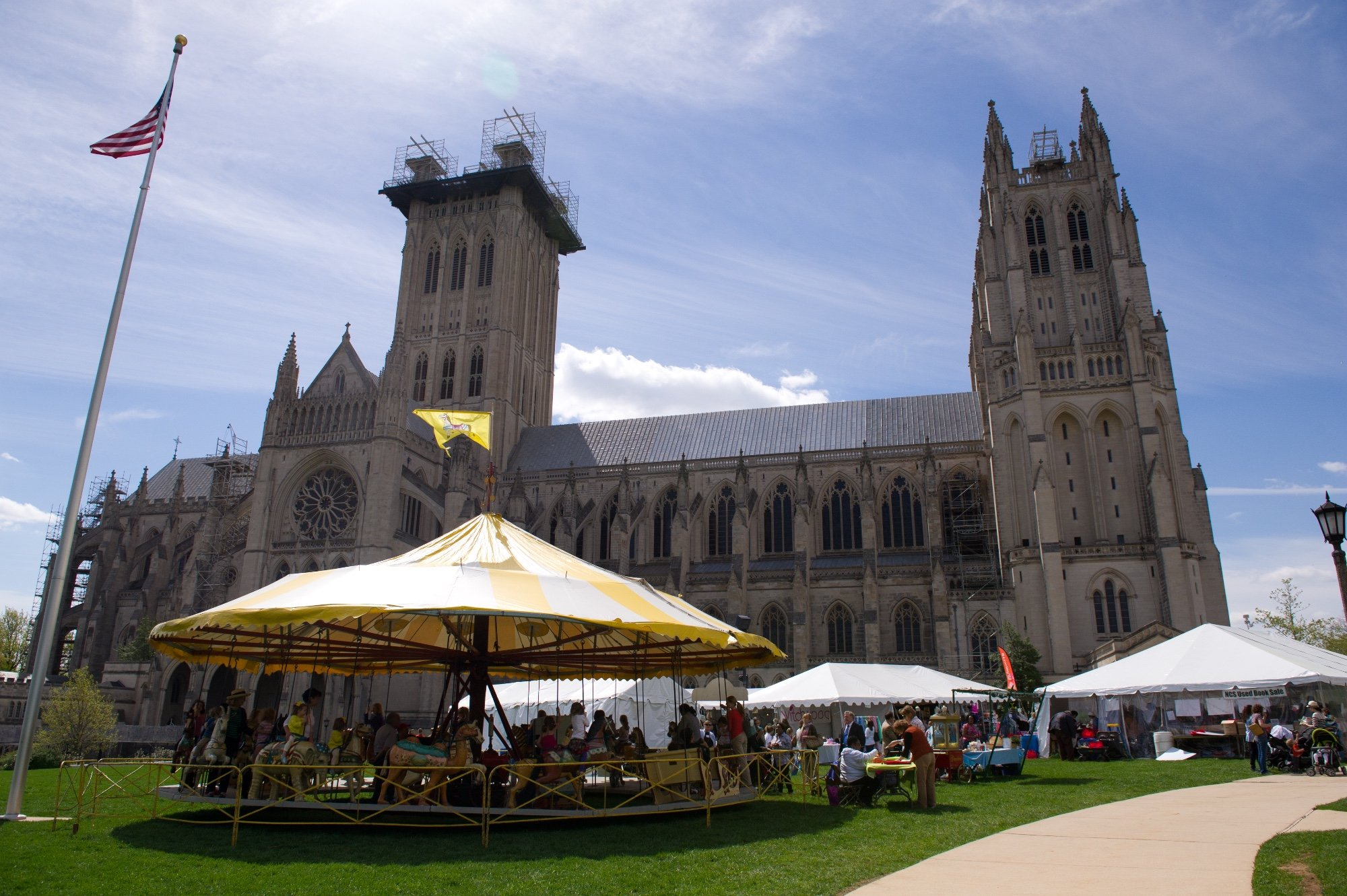 Flower Mart blooms again at National Cathedral