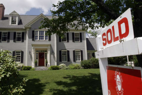 Mortgage rates dip below 4 percent, refinancing surges