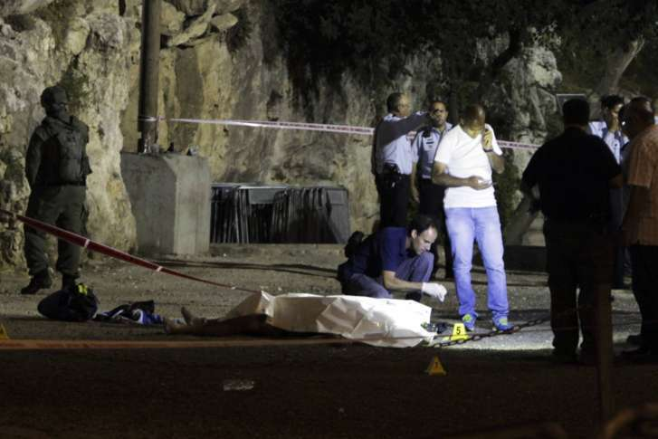 Palestinian attackers killed after stabbing Israeli officer