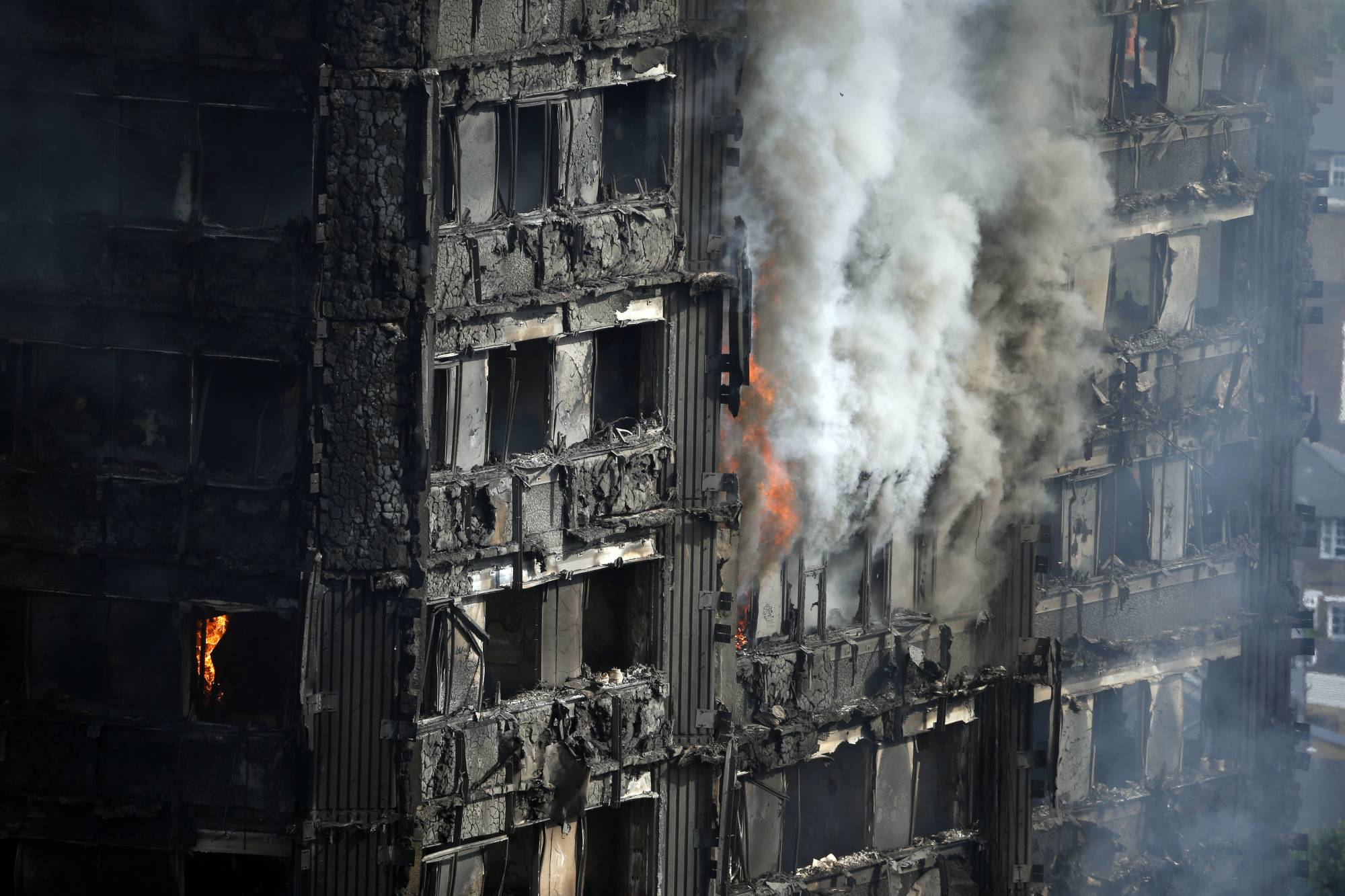 cbs46.com London residents demands answers in deadly high-rise blaze
