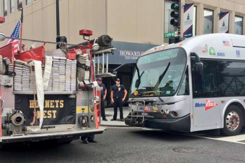 7 hurt in crash involving Metrobus in DC