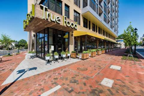With an anti-inflammatory menu, True Food Kitchen opens in Bethesda