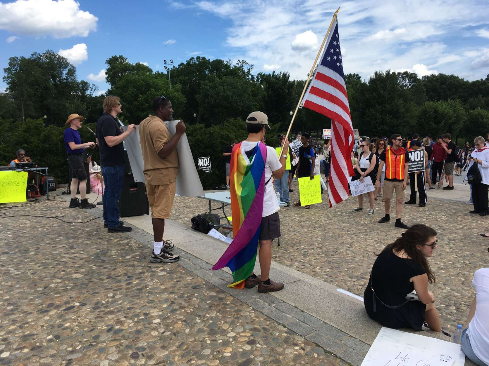 Counter protesters gathered, chanted, spoke, and sang a few flights of steps closer the Lincoln memorial.  Metal barricades kept both groups separate. (WTOP/Liz Anderson)