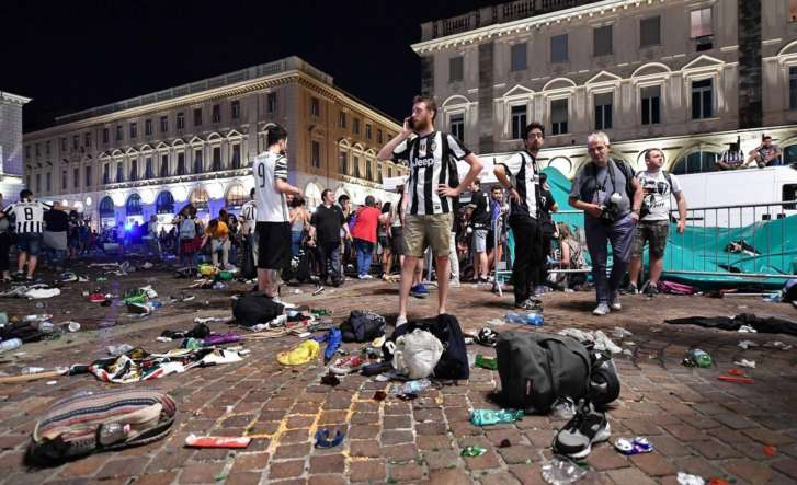 Bomb scare triggers stampede at Juventus viewing area in Turin, 400 injured