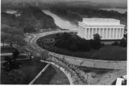 Marine Corps Marathon runners at the Lincoln Memorial. Year not know. (Courtesy Marine Corps Marathon)
