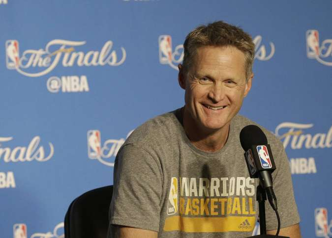 Warriors cruise to 2-0 lead in Kerr's return