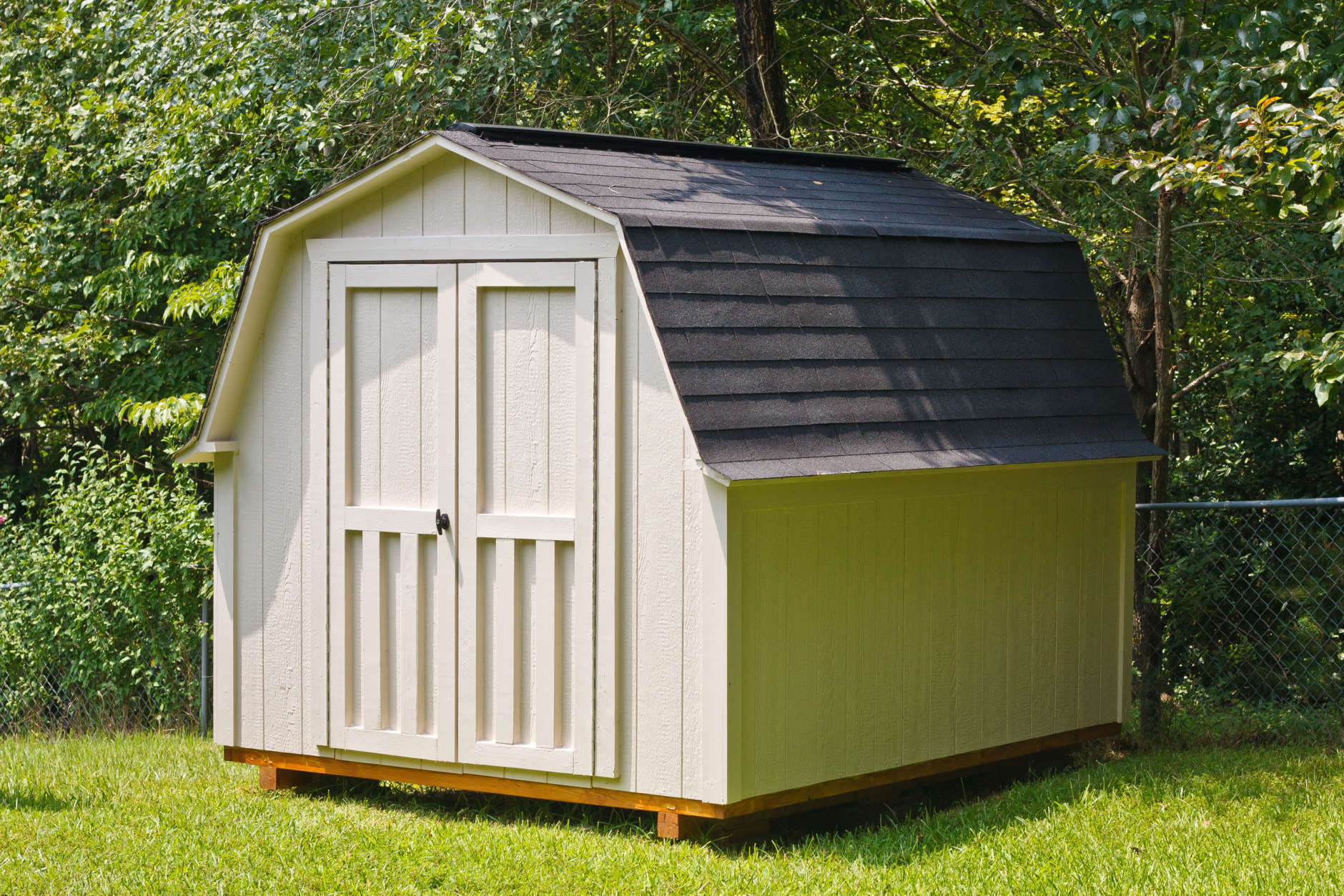 A garden shed provides several benefits, including freeing up space in your garage. (Thinkstock)
