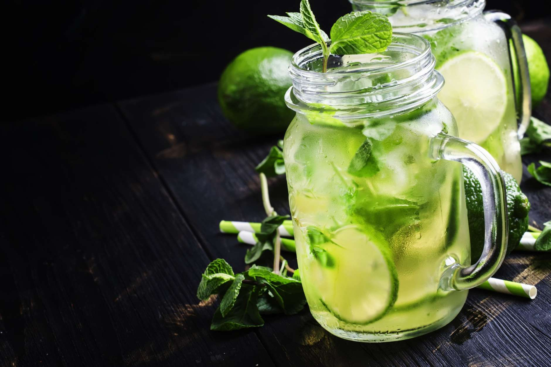 The antioxidants in green tea extract can effectively decrease body weight and promote weight maintenance. (Thinkstock)