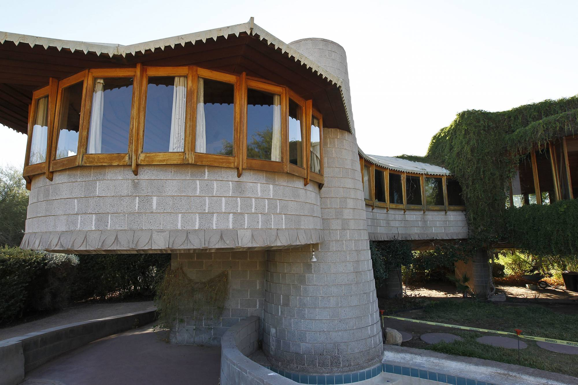 Frank lloyd wright phoenix home given to architecture for Architecture wright