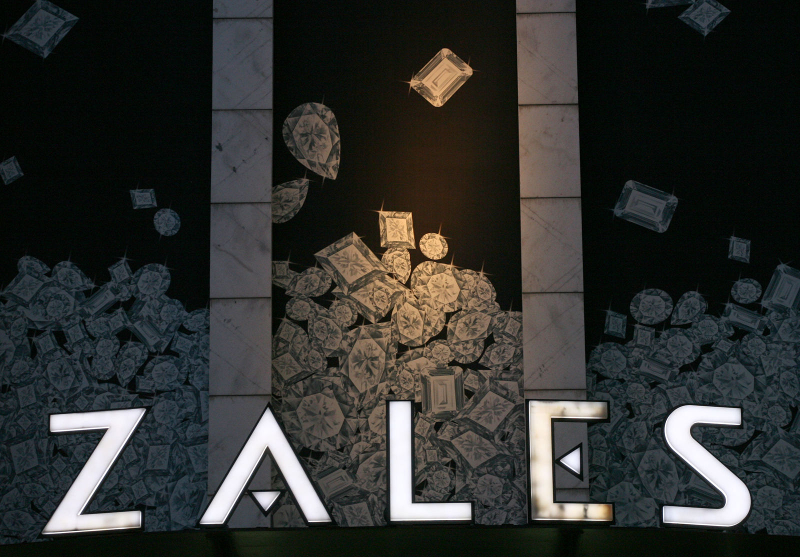 FILE - In this Aug. 7, 2008 file photo, a Zale's store is shown in New York. Jewelry retailer Zale said Wednesday, May 26, 2010, its fiscal third-quarter net loss narrowed on improved margins and lower costs.(AP Photo/Mark Lennihan, file)