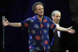 Paul Simon, right, and Art Garfunkel perform at the 25th Anniversary Rock & Roll Hall of Fame concert at Madison Square Garden,Thursday, Oct. 29, 2009 in New York. (AP Photo/Henny Ray Abrams)