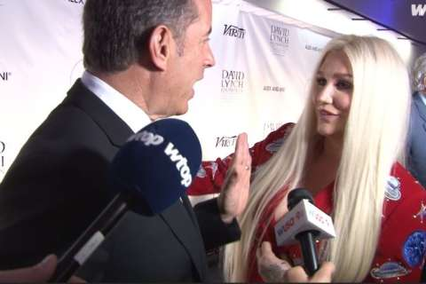 Jerry Seinfeld says, 'No thanks' to Kesha's surprise hug attempt in DC