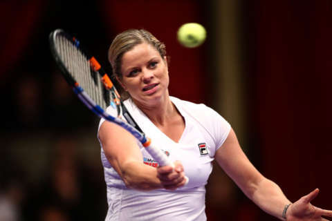 Clijsters invites mouthy fan onto Wimbledon court; hilarity ensues