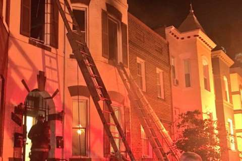 2 firefighters injured, 8 displaced in Northwest DC rowhouse fire