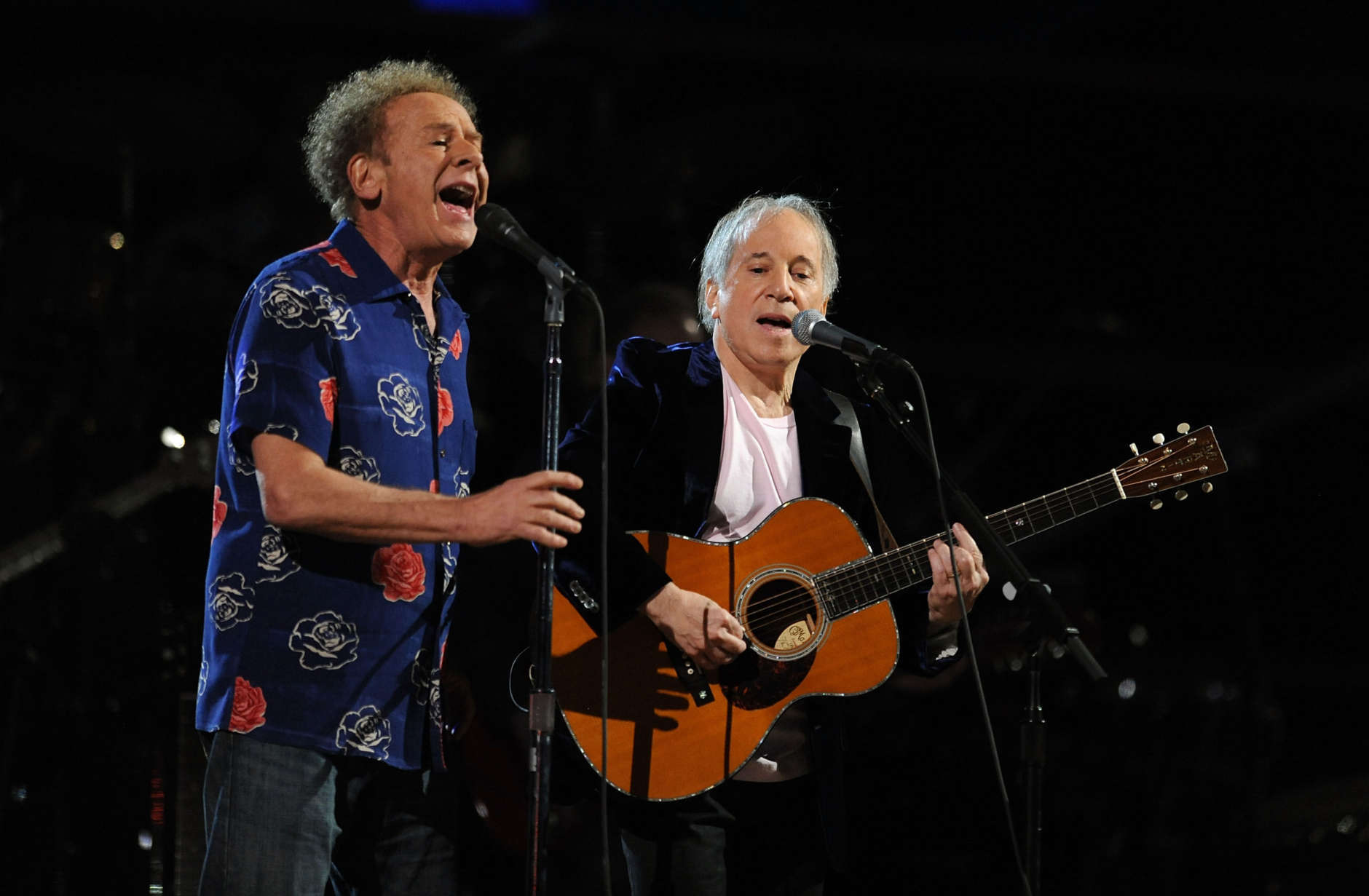 NEW YORK - OCTOBER 29:  Art Garfunkel and Paul Simon perform onstage at the 25th Anniversary Rock & Roll Hall of Fame Concert at Madison Square Garden on October 29, 2009 in New York City.  (Photo by Stephen Lovekin/Getty Images)