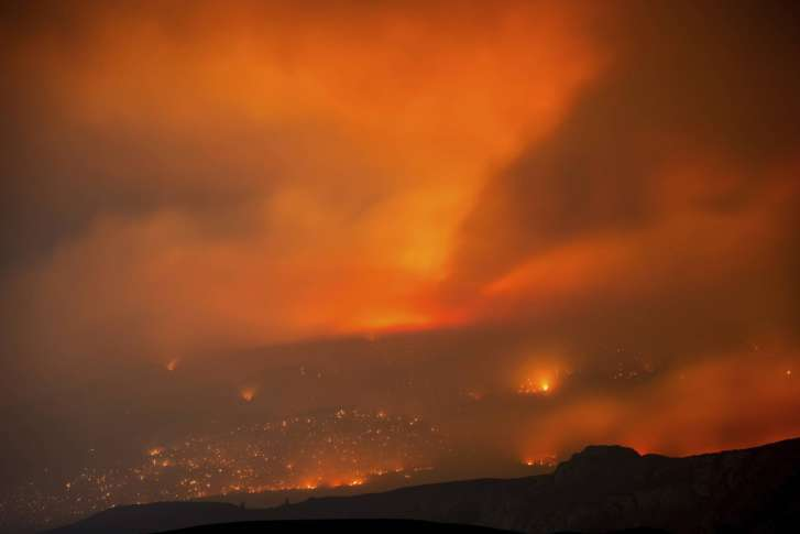Wildfires force thousands to flee homes in western U.S.  and Canada