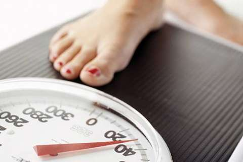 Obese adults who lose weight save money, Johns Hopkins study finds