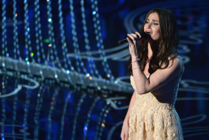 wickedly talented idina menzel ready to let it go at mgm national