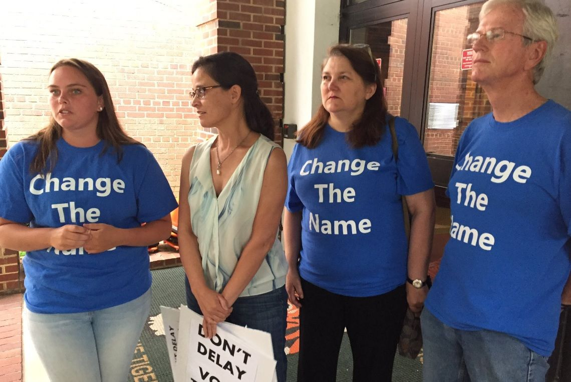 Supporters and opponents of a motion to change J.E.B. Stuart High School's name turned out Thursday during the Fairfax County School Board's meeting. (WTOP/Michelle Basch)