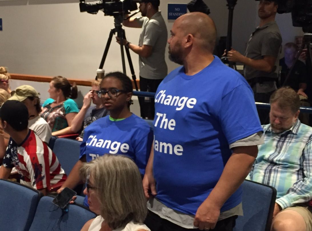 Supporters and opponents of a J.E.B. Stuart High School name change were sitting right next to each other. (WTOP/Michelle Basch)