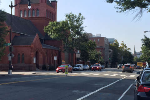 Couple robbed near 14th Street NW in broad daylight