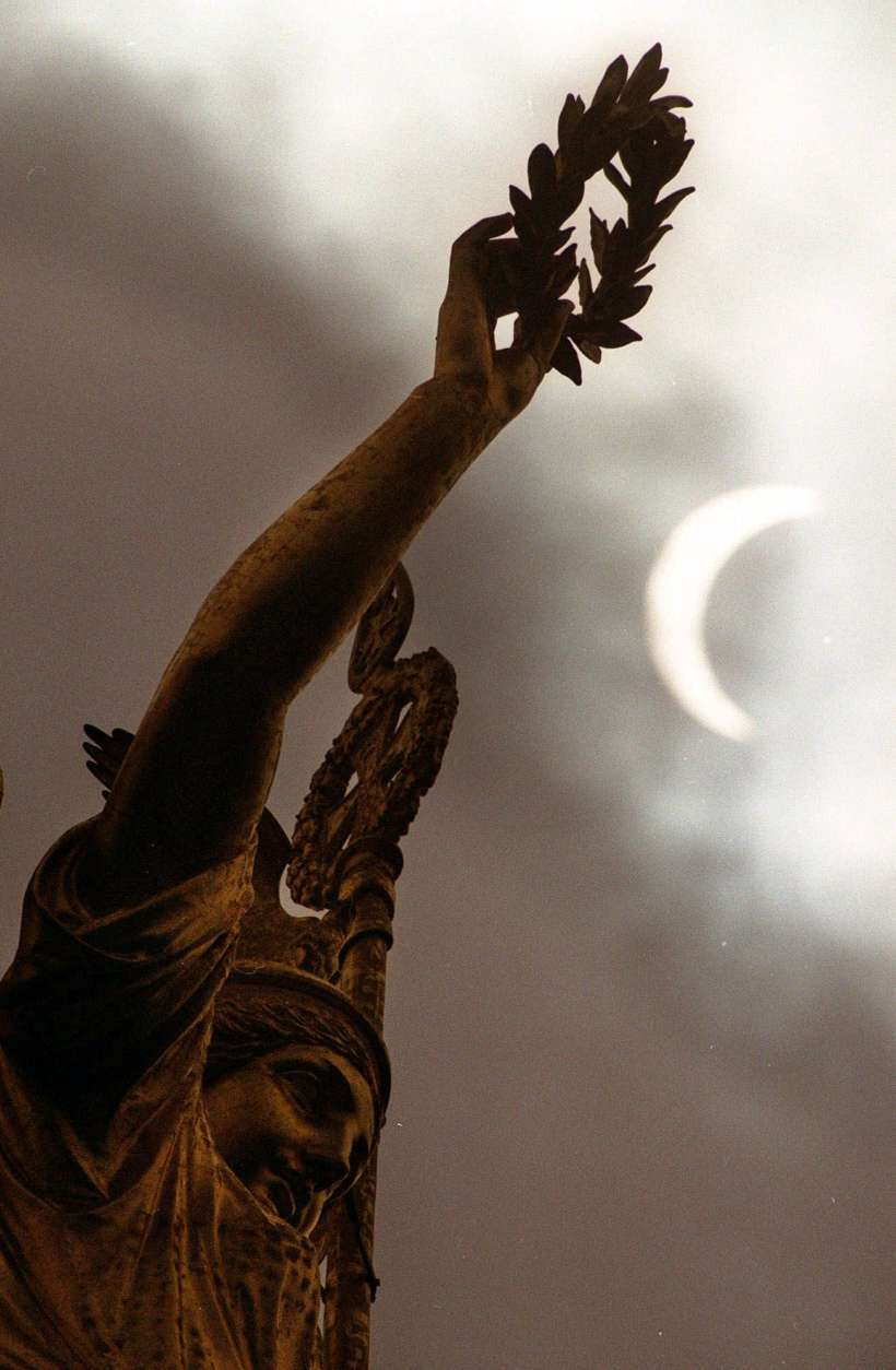 Berlin's Goddess of Victory stands in front of the solar eclipse on Wednesday, August 11, 1999 in Berlin, Germany. The solar eclipse only reached 87 percent in Berlin. (AP Photo/Markus Schreiber)