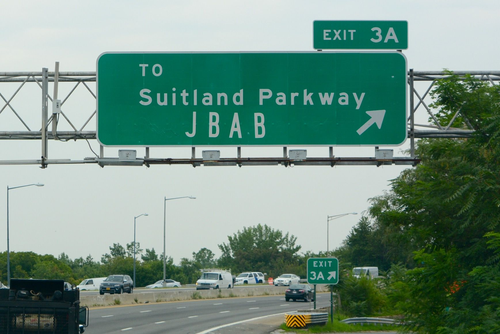The Interstate 295 and Suitland Parkway junction is a partial cloverleaf interchange, consisting of three ramp loops in its four quadrants. The northbound exit to Suitland Parkway is numbered Exit 3. Okay, so the font used in the sign isn't up to the the Manual on Uniform Traffic Control Device's standards – we'll let that slide. Otherwise the sign seems pretty straightforward, except... (WTOP/Dave Dildine)
