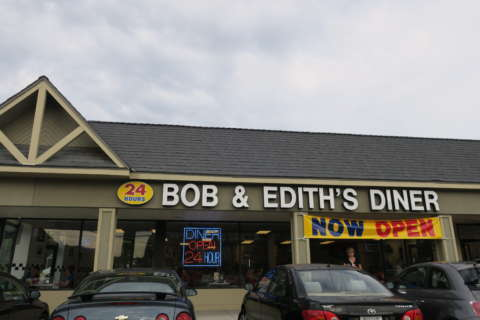 Hungry diners descend as Bob & Edith's Diner opens Huntington location