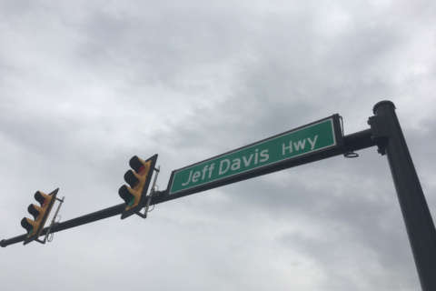 Man dies days after being struck on Jefferson Davis Highway