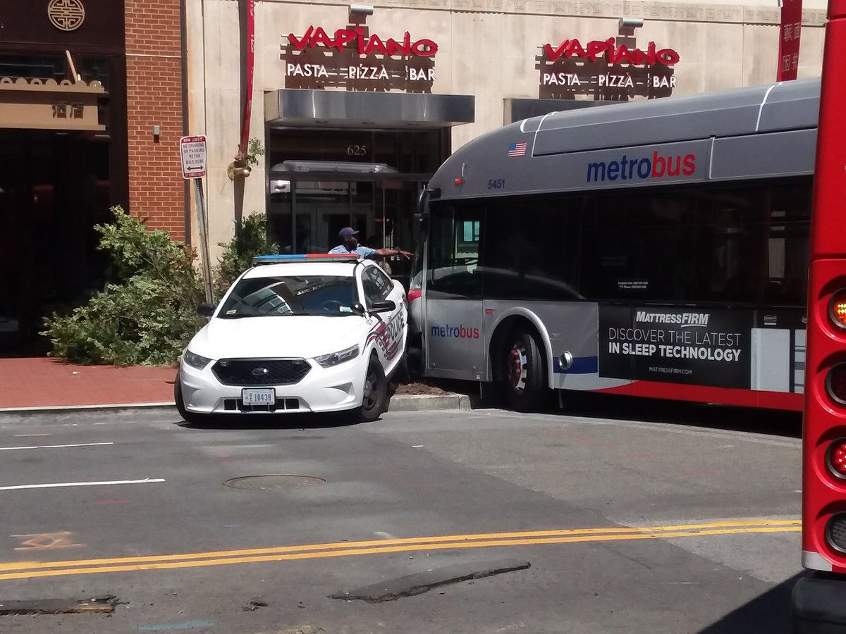 Metro Bus Cleaners Dc : Bus almost crashes into building near gallery place metro